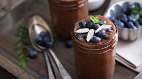 Čokoladni chia puding z borovnicami